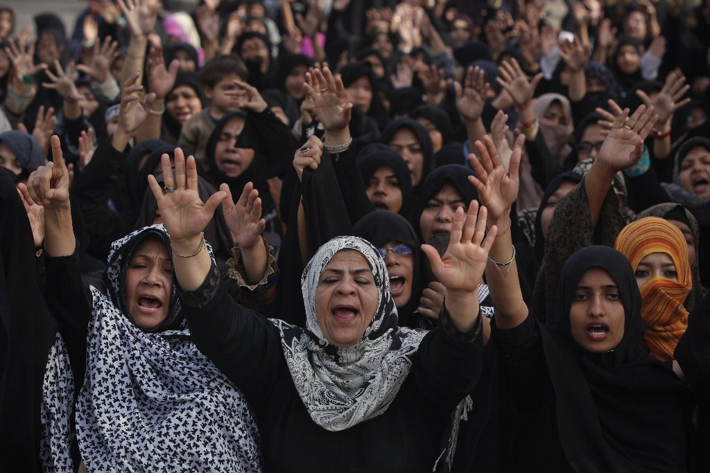 shia muslim women stage a sit in protest against last thursday 039 s twin bomb attack in quetta in karachi january 14 photo reuters