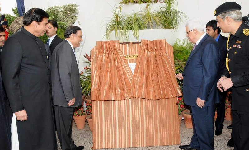 palestinian president mahmoud abbas unveiling the plaque of the foundation of the embassy of the state of palestine in islamabad photo online