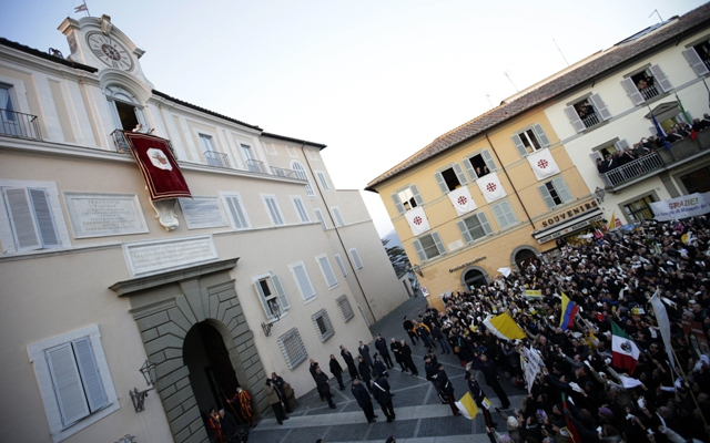 Pope Benedict XVI waves as he appears for the last time at the balcony of his summer residence in Castelgandolfo, south of Rome, February 28, 2013. PHOTO: REUTERS