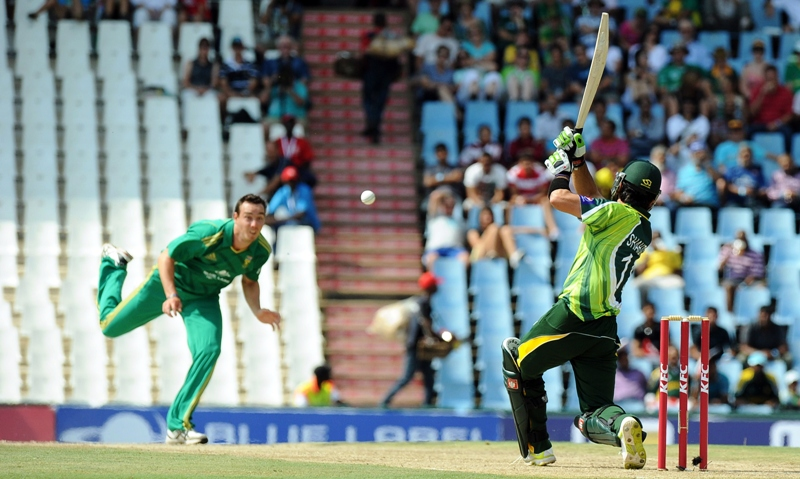 pakistan 039 s opening batsman shahid afridi r bats on march 3 2013 during the t20 cricket match between south africa and pakistan at supersport park in centurion photo afp
