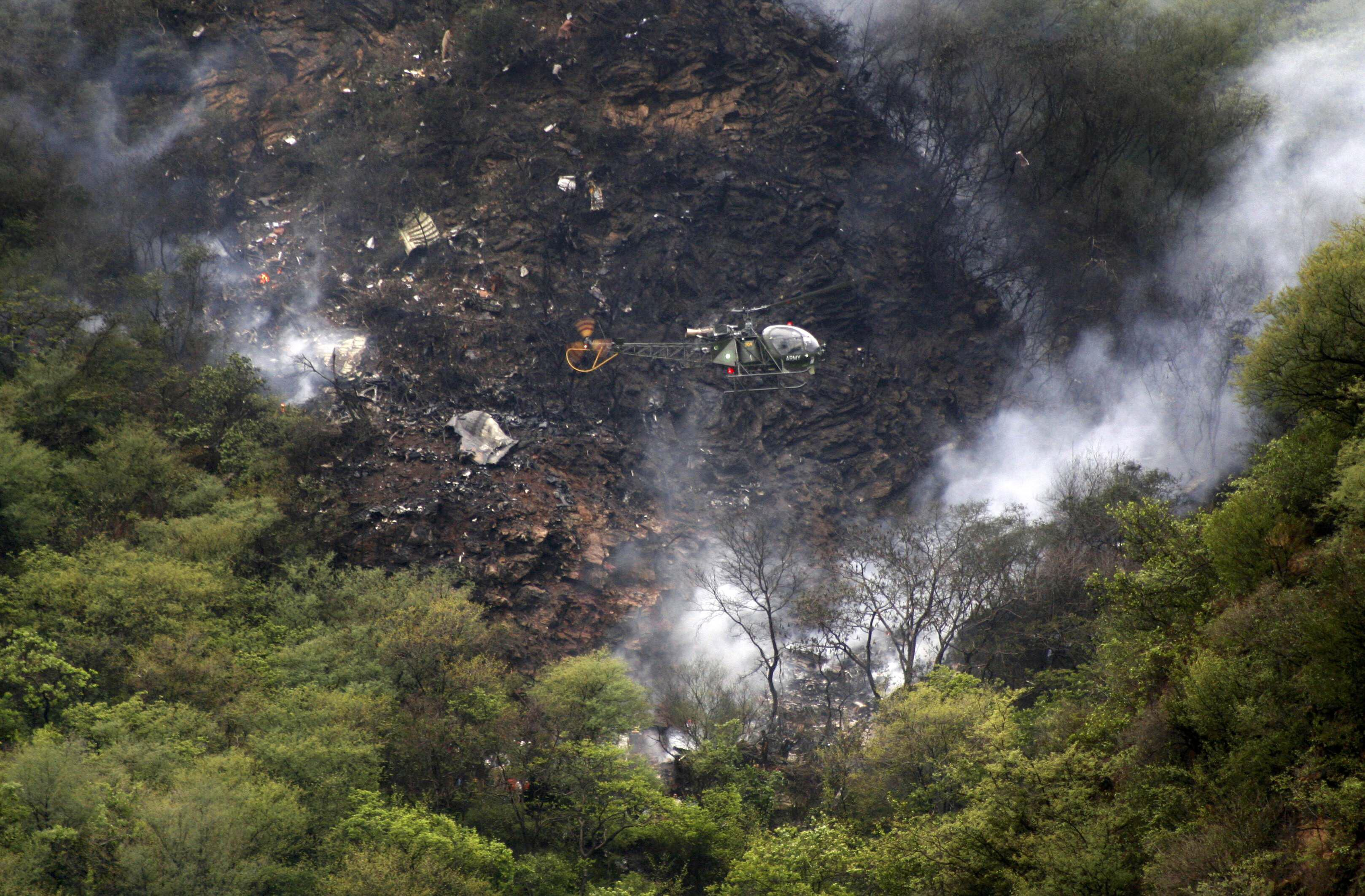 airblue crash re investigation atc staff failed to navigate plane to safety reveals caa report