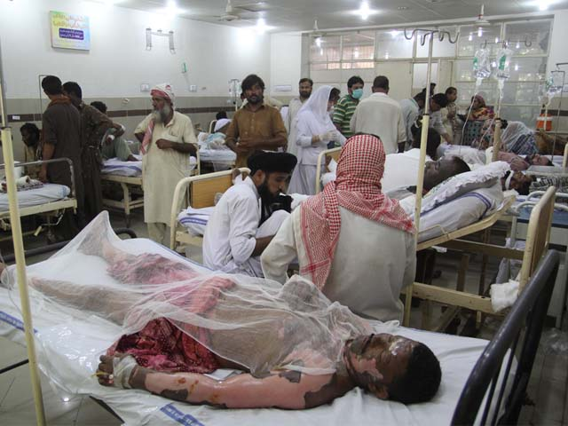 Pakistani burn victims are treated at a hospital in Bahawalpur on June 25, 2017, after oil tanker after caught fire following an accident on a highway near the town of Ahmedpur East, some 670 kilometres (416 miles) from Islamabad. PHOTO: AFP