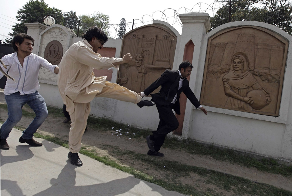 a supporter of former president pervez musharraf kicks an quot anti musharraf quot lawyer during musharraf 039 s hearing at an anti terrorism court atc in rawalpindi april 23 2013 photo reuters