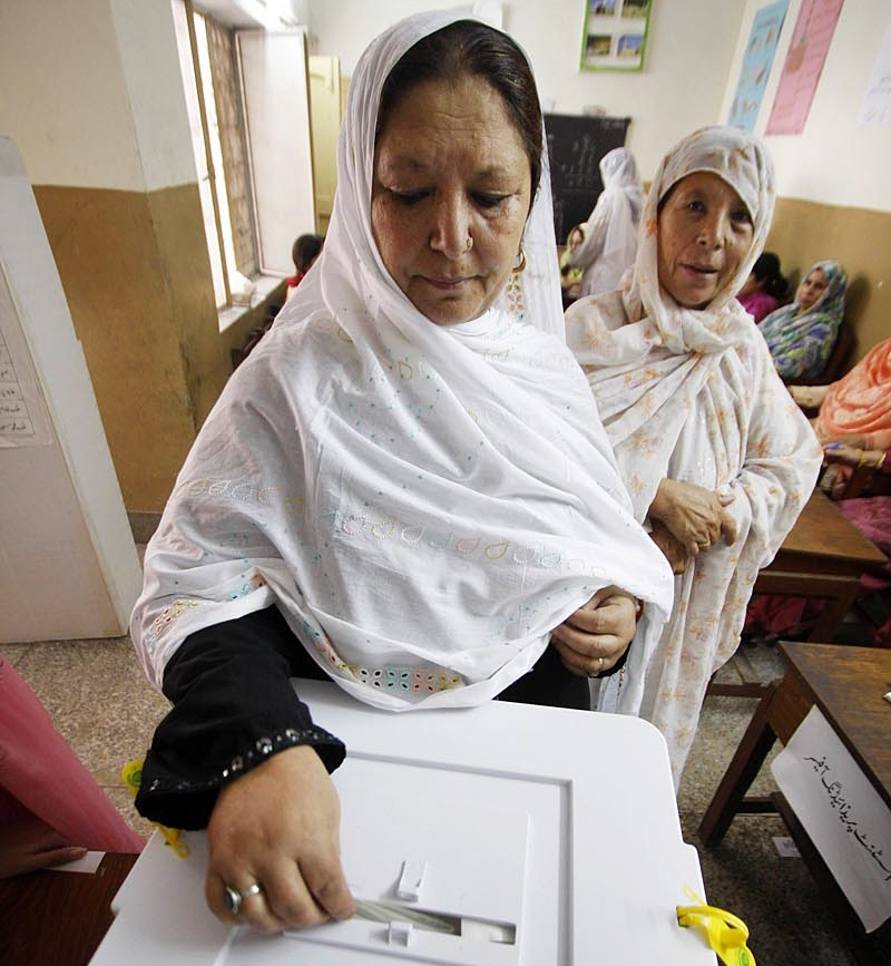 a female voter casting her vote during the by elections of pp 13 in rawalpindi photo online
