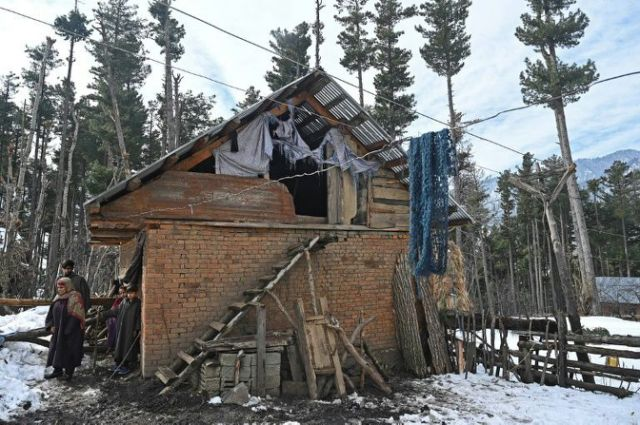last november authorities began sending out eviction notices after claiming that more than 60 000 people were illegally living in or cultivating land in kashmir s forests afp