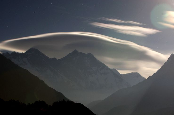 a night view of the mount everest range seen from shyangboche some 140 km 87 miles northeast of kathmandu photo afp file