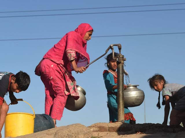 in pakistan huge swathes of the country sits on arsenic contaminated groundwater photo afp