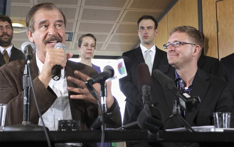 former president of mexico vicente fox l talks during a news conference next to marijuana entrepreneur and ceo of diego pellicer inc jamen shively r in seattle photo reuters