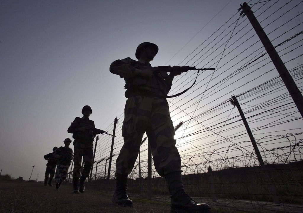 Indian Border Security Force (BSF) soldiers patrol the fenced border with Pakistan in Suchetgarh, southwest of Jammu January 16, 2013. PHOTO: REUTERS/FILE