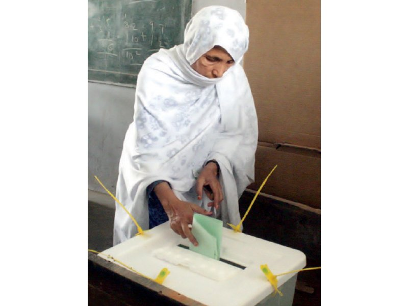 a woman casts her vote in landhi during the re polls held for six polling stations of ps 128 photo inp