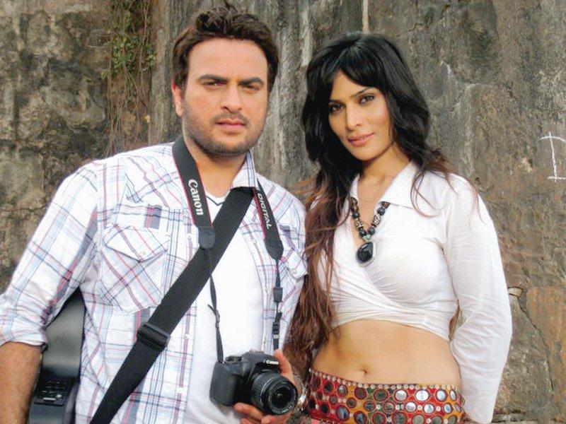 Uppal sings the title track of Bollywood film, Raanjhanaa.