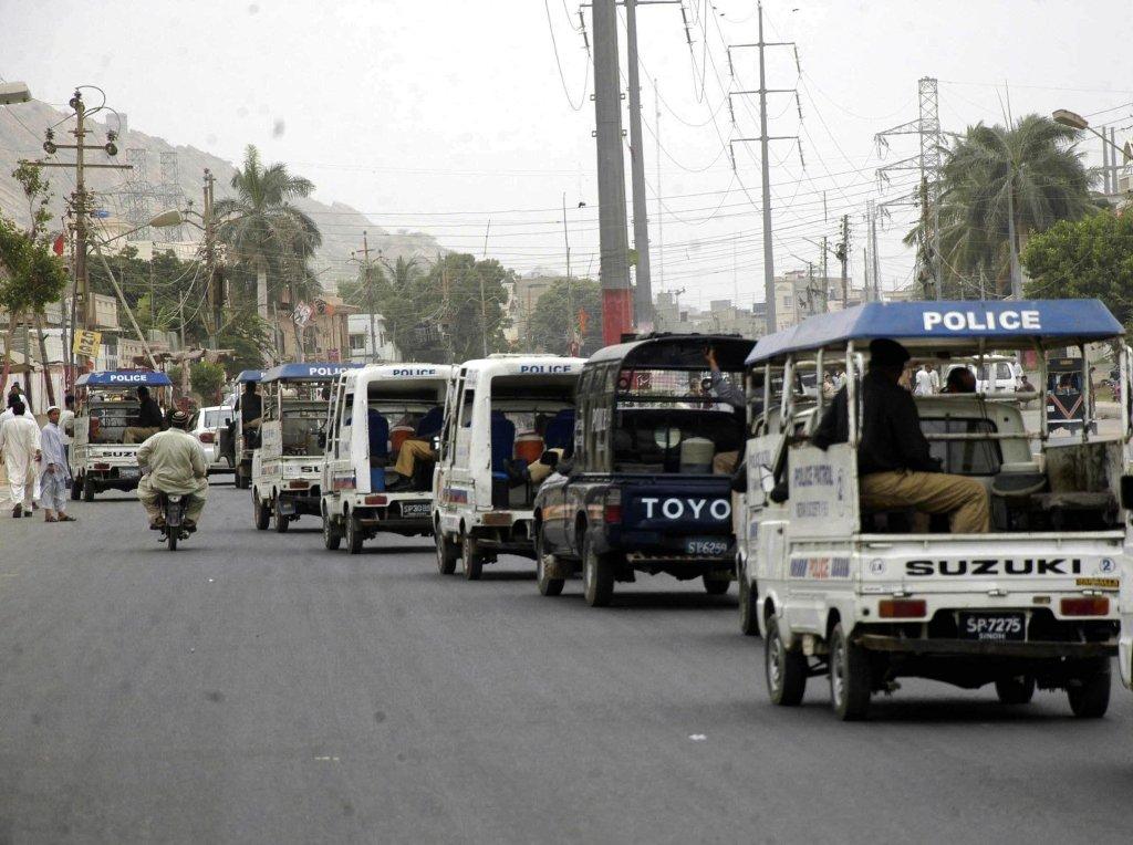 karachi violence kills 4 injures 8