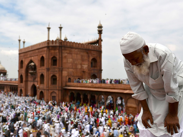 indian muslims offer jummat ul vida the last congregational friday prayers in the holy month of ramadan at jama masjid in new delhi photo afp