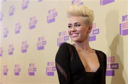singer miley cyrus gets another tattoo from artist von d