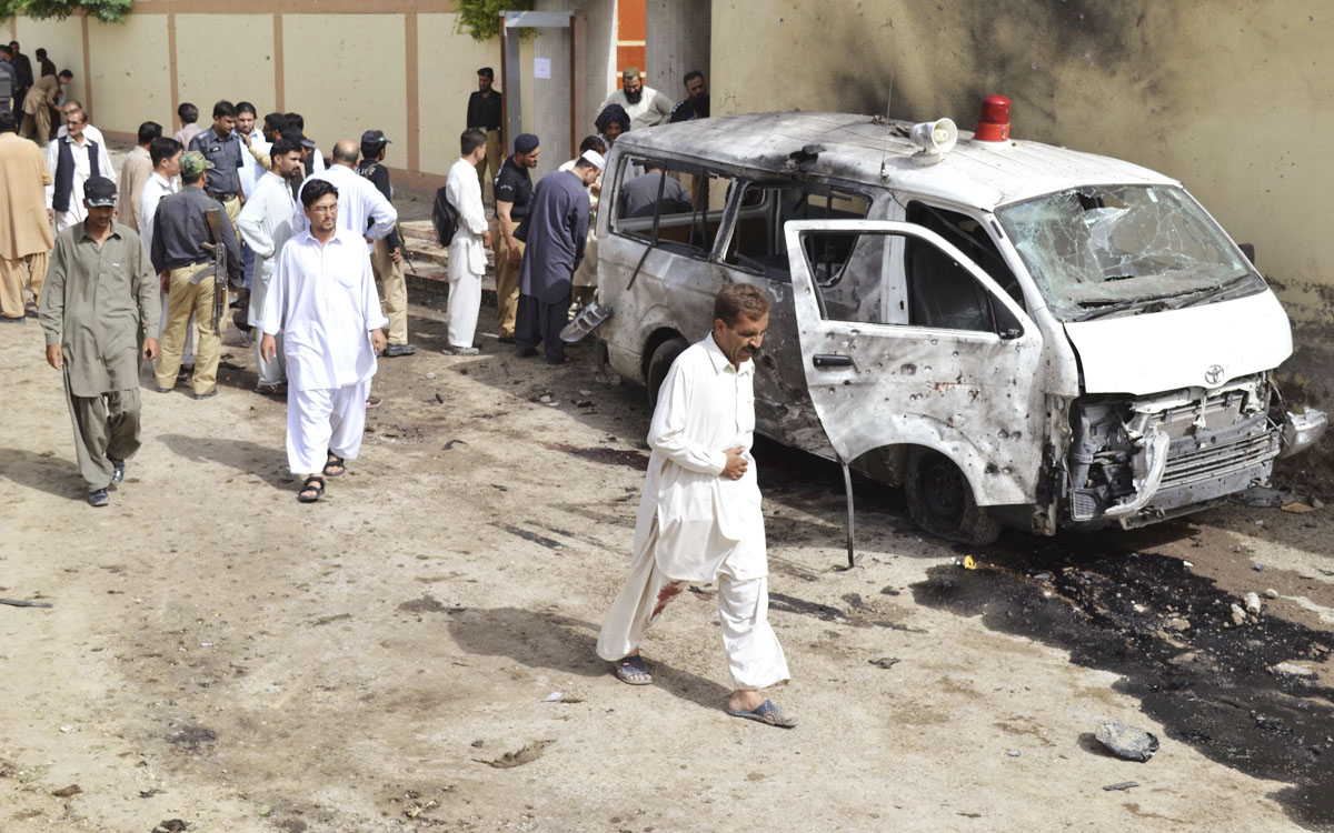 security officials gather at the site of a suicide bomb attack in quetta august 8 2013 photo reuters