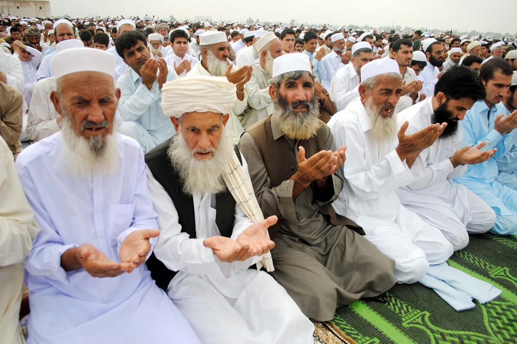 afghan refugees offering eidul fitar prayers at kacha garhi camp as every year afghan refugees living in the country eid with saudi arabia photo ppi