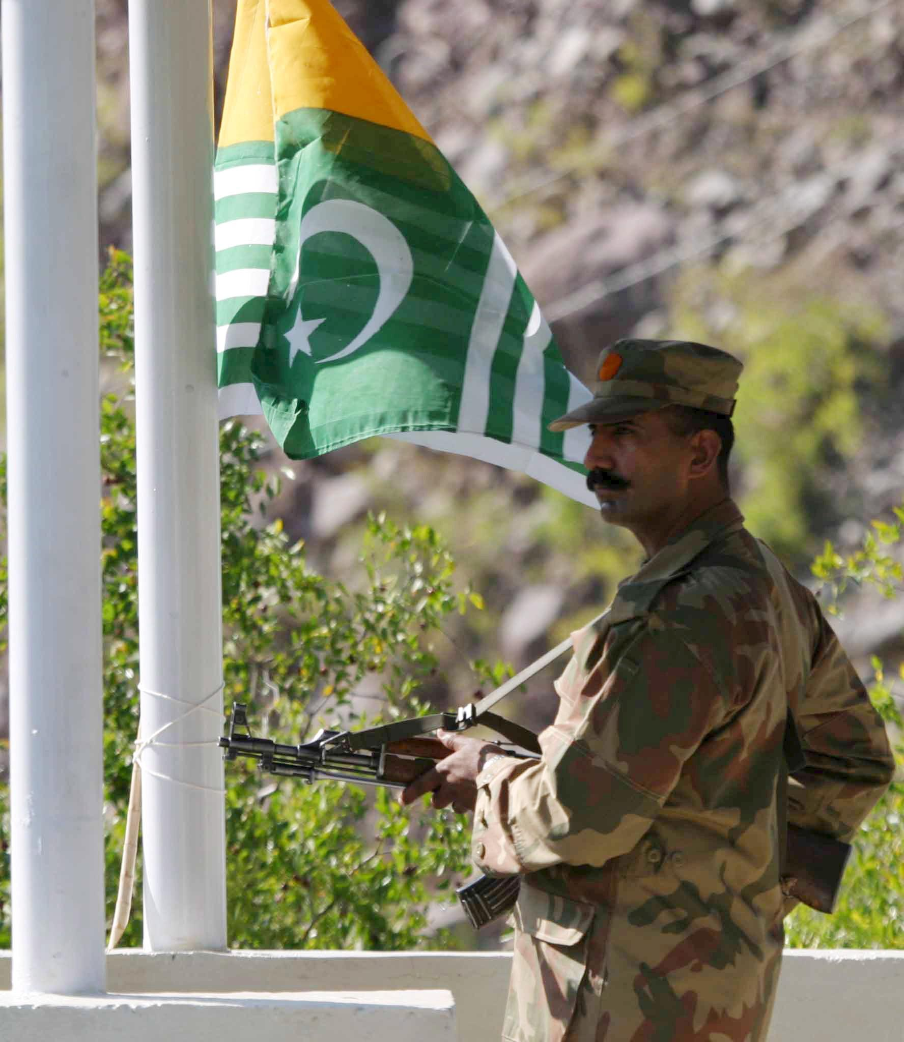a pakistani soldier stands guard at the pakistani side of kashmir as pakistan and india open trade route between the line of control loc which serves as de facto border between the india and pakistani administered zones photo epa file