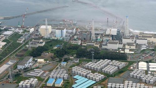 An aerial view shows Tepco's tsunami-crippled Fukushima Daiichi nuclear power plant and its contaminated water storage tanks (bottom) in Fukushima. PHOTO: REUTERS