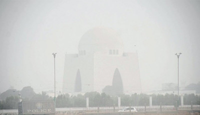 City wakes up to world's third-worst air quality | The Express Tribune