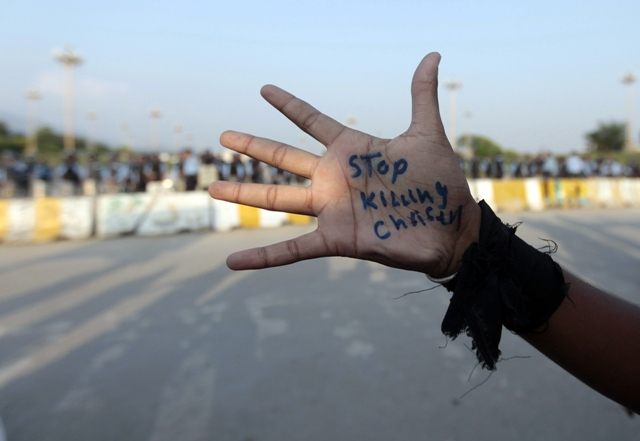 a pakistani christian who took to the streets after the peshawar blast wrote quot stop killing christians quot on his hand photo reuters