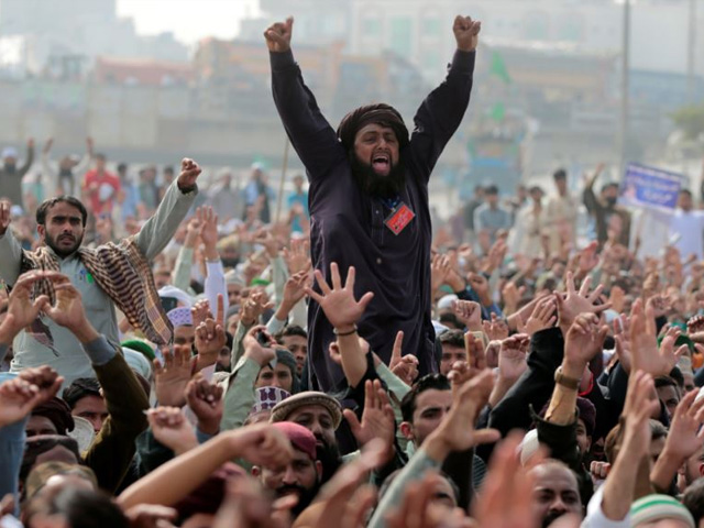 members of the tehreek e labaik pakistan far right islamist political party shout slogans during a sit in in rawalpindi and islamabad on november 10 photo reuters