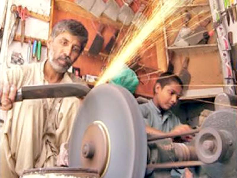 shops of slaughtering tools draw crowds in multan