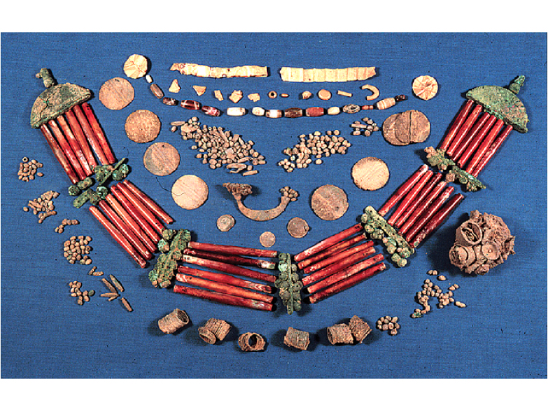 gold and carnelian hoards found at mohenjo daro and harappa and allahdino in sindh image dr asma ibrahim
