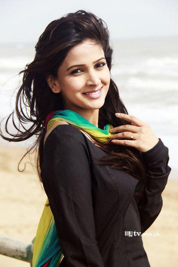 actor saba qamar prefers pakistan over india photo file