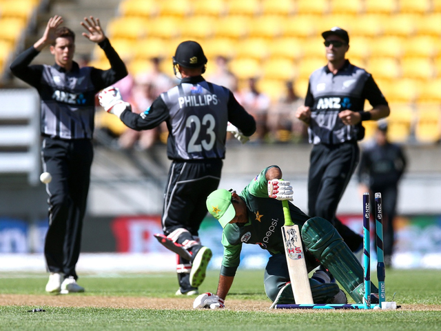 Mitchell Santner of New Zealand celebrates with Glenn Phillips after taking the wicket of Sarfraz Ahmed in the 1st T20, Jan 22, 2018. PHOTO: GETTY