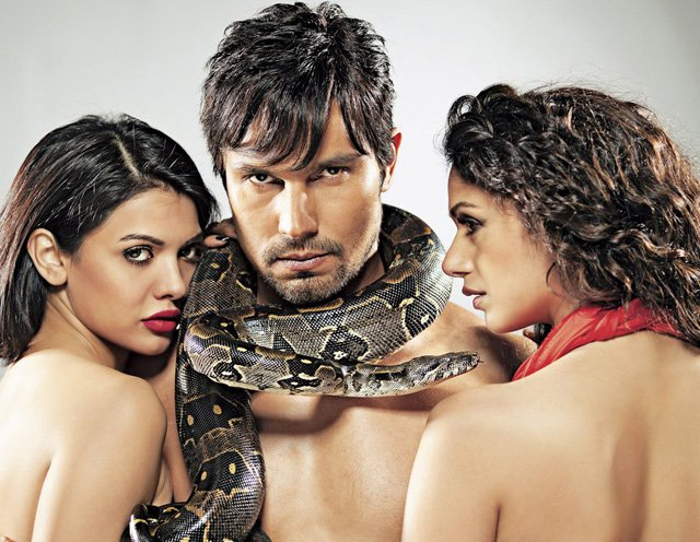 Sarah Loren's  overall look and performance in Murder 3 almost gave us a heart attack. PHOTO: PUBLICITY
