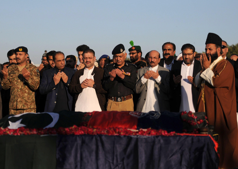 sindh information minister sharjeel memon sindh chief minister qaim ali shah and mpa owais muzaffar at the funeral photo afp
