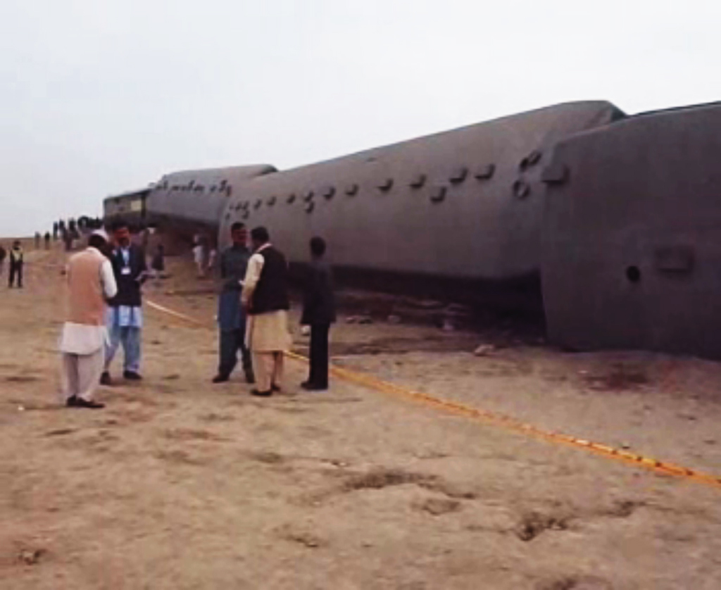 all-seven-wagons-carrying-around-400-passengers-derailed-and-four-of-the-wagons-fell-into-a-nearby-nala-photo-express-owais-jafri