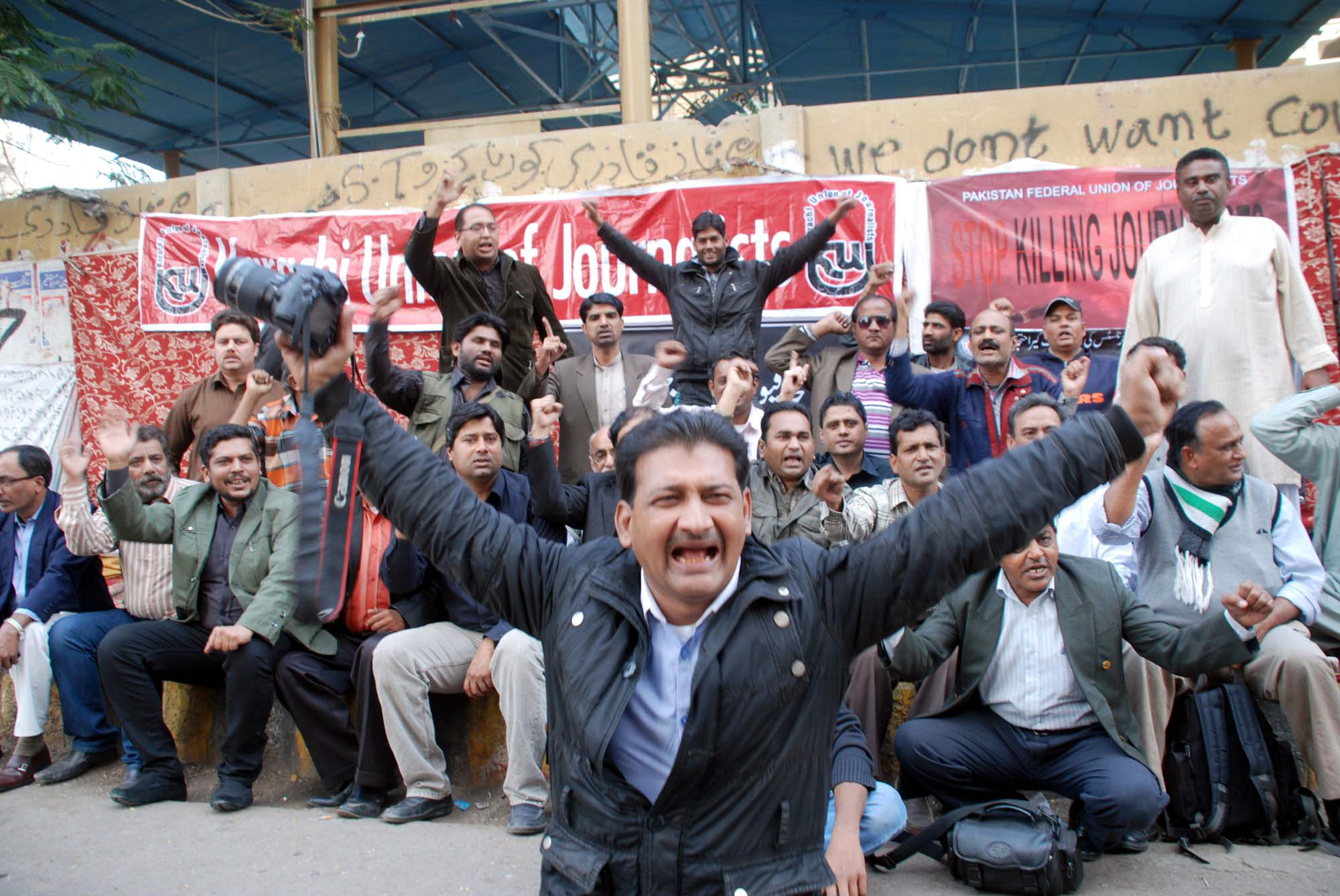 Journalists protesting in Karachi against the killing of media personnel. PHOTO: PPI