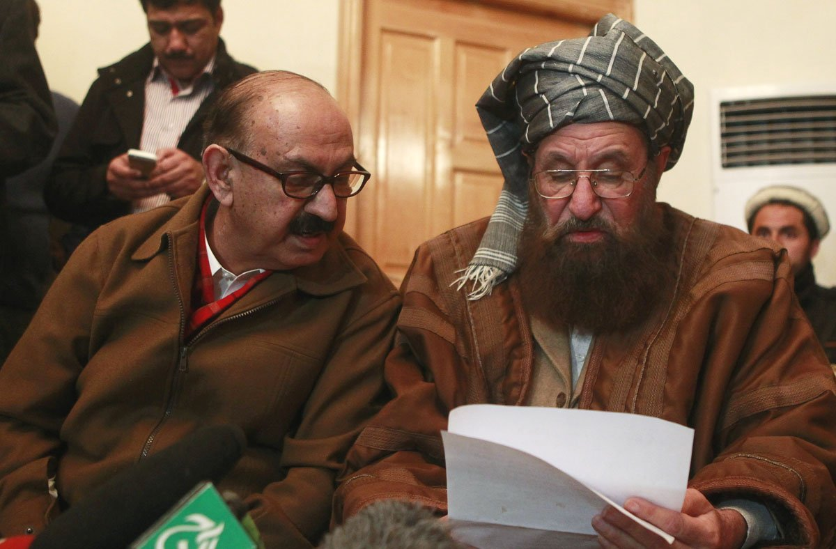 maulana samiul haq seated r one of the taliban intermediary and irfan siddiqui a government negotiator discuss on a joint statement before a news conference in islamabad february 6 2014 photo reuters