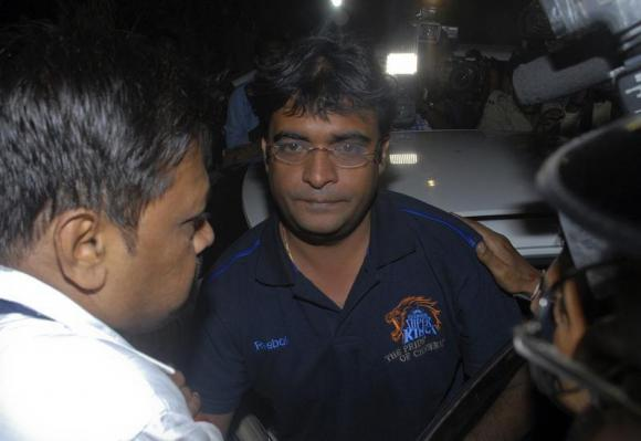 Police escort Gurunath Meiyappan, son-in-law of Indian cricket board (BCCI) President N Srinivasan, to the Crime Branch in Mumbai May 24, 2013. PHOTO: REUTERS
