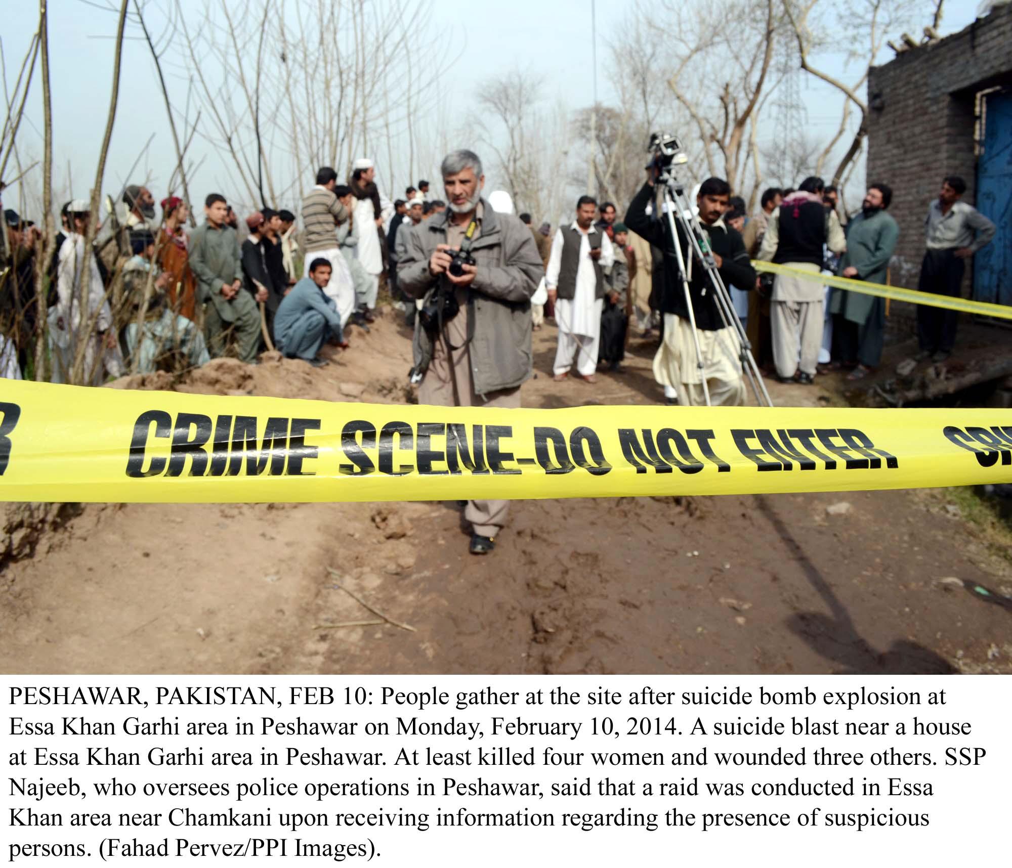blast in peshawar injures eight
