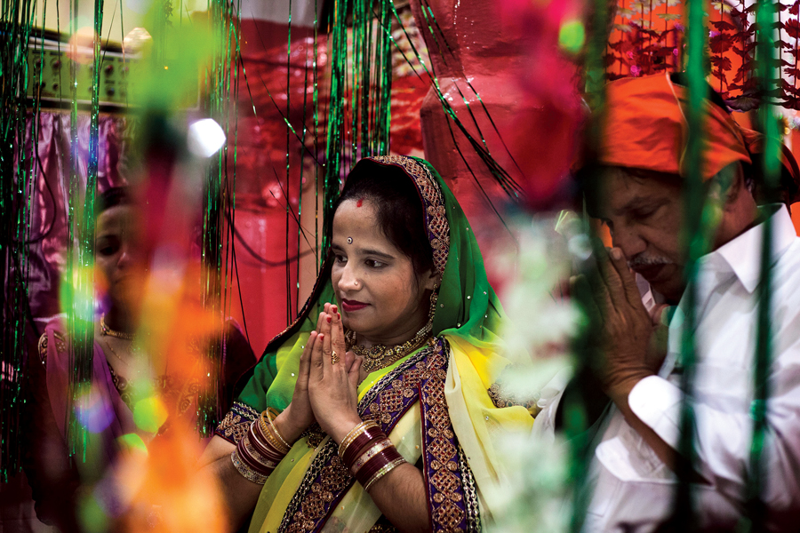 hindus perform rituals at karishna mandir rawalpindi to celebrate holi festival photos myra iqbal express