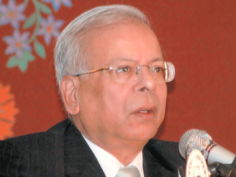 former state bank of pakistan governor ishrat hussain photo file