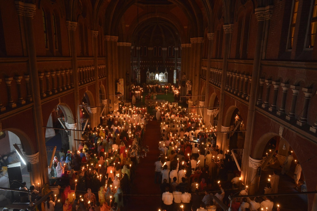 christians attend easter vigil mass at the sacred heart church in lahore on april 20 2014 photo afp
