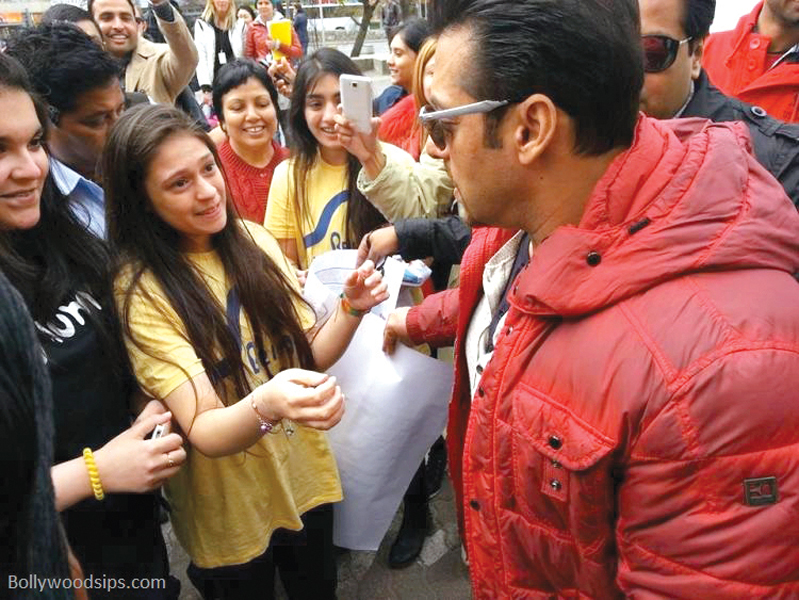 Salman Khan surrounded by fans as he arrives on the set of Kick in the city. PHOTO: FILE