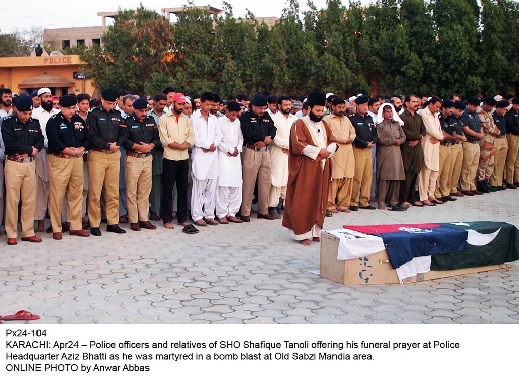 Police officers and relatives of SHO Shafiq Tanoli offering his funeral prayers. PHOTO: ONLINE