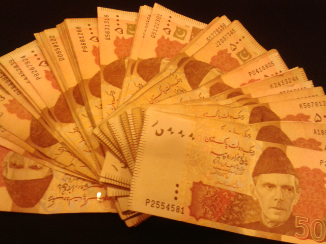 expat family looted of rs10m en route to village