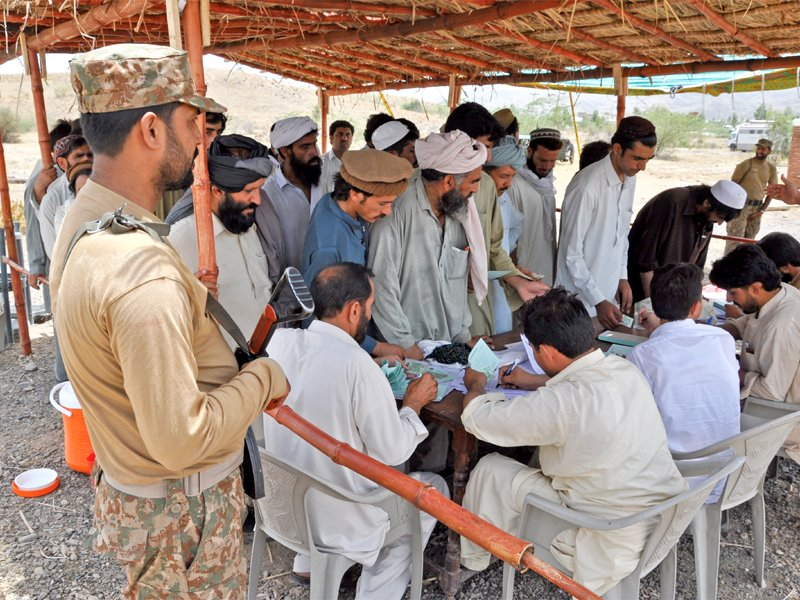 IDPs migrating from Mir Ali are being registered at Khajori check post. PHOTO: APP