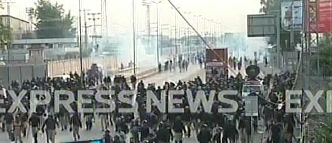 clash between police pat workers leaves over 40 injured