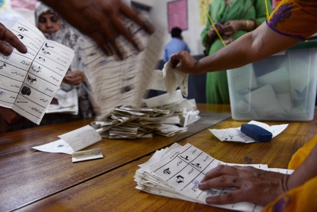 rigging charges nadra concedes ballot stuffing in na 118 constituency