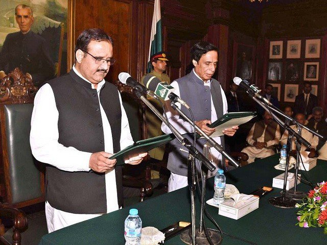 Sardar Usman Buzdar is administered oath by acting governor Punjab Assembly Speaker Pervaiz Elahi at the Governor House in Lahore on Monday. PHOTO: APP