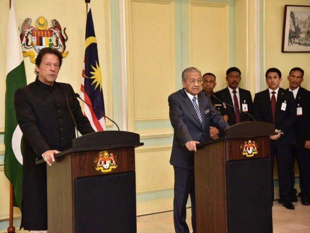 PM Imran, Malaysian PM Mahatir address joint press conference. PHOTO: RADIO PAKISTAN