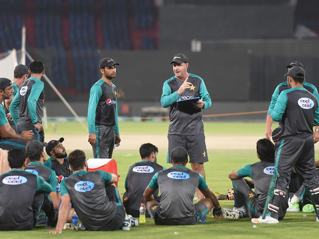 Pakistan coach Mickey Arthur speaks to his team ahead of the T20I series against West Indies, Karachi, March 29, 2018. PHOTO: AFP