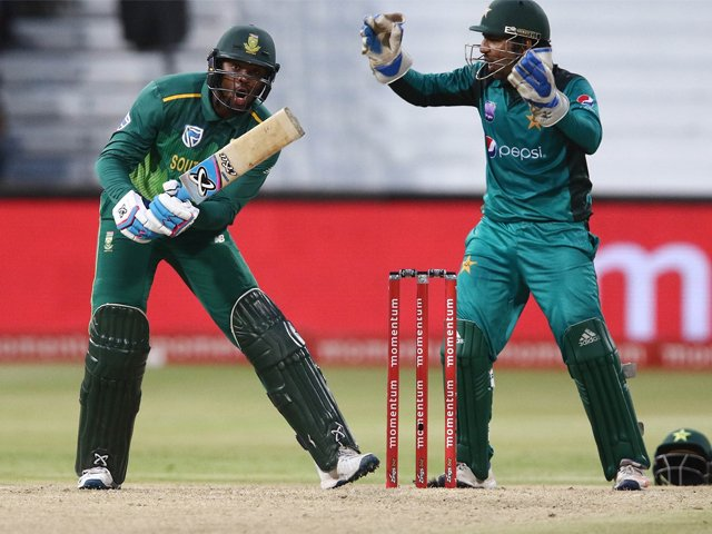Andile Phehlukwayo played a crucial hand with the bat, South Africa v Pakistan, 2nd ODI, Durban, January 22, 2019. PHOTO: AFP