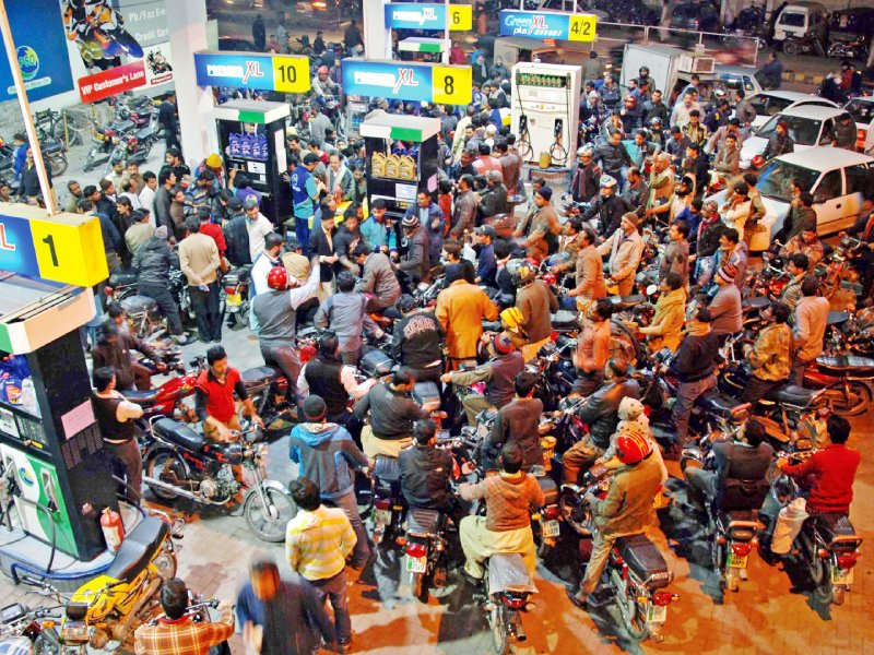 Customers throng a filling station in Lahore amid severe dearth of petrol. PHOTO: SHAHBAZ MALIK/EXPRESS